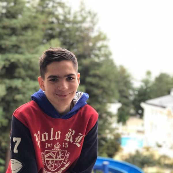 Фото №2 - В последний путь проводили 14-летнего Кирилла Пинджояна, сына худрука «Непосед»