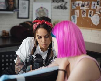Фото №2 - Что такое интимные татуировки и зачем они нужны?