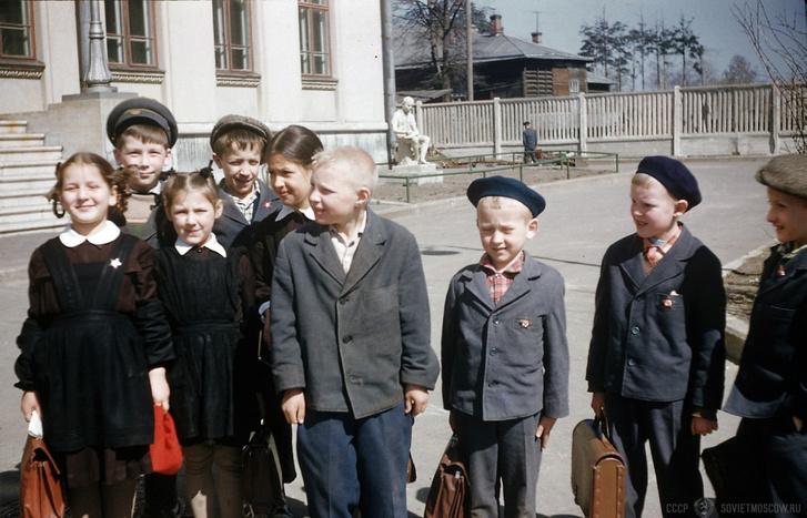 Фото №7 - Краткая история школьной формы в СССР