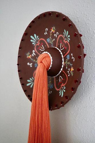 Фото №7 - Тарелки с вышивкой: необычные работы Николь Маклафлин