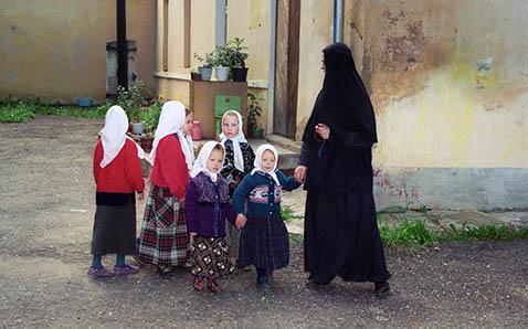 Фото №3 - «Исповедь бывшей послушницы»: как живут в монастыре женщины с детьми