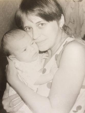 Фото №6 - Раньше взрослели быстрее? 30 фото советских мам и их дочек в одном возрасте