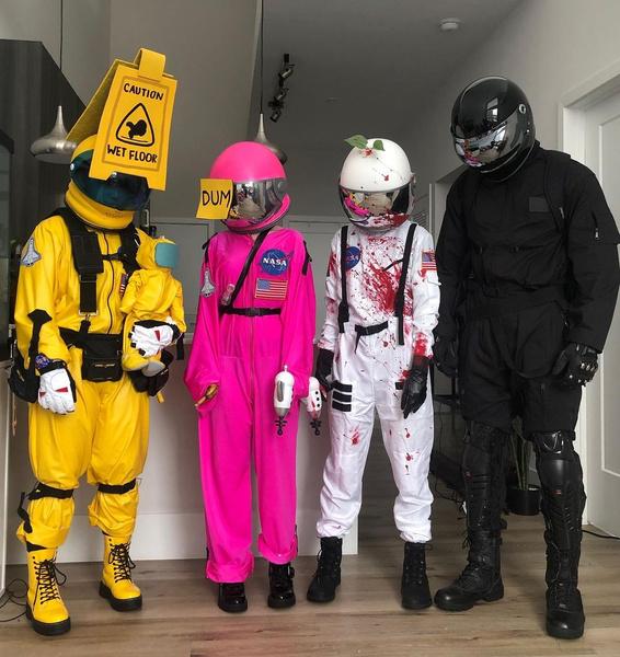 Фото №1 - Among Us: 20 фантастических костюмов на Хэллоуин для космонавтов и предателей