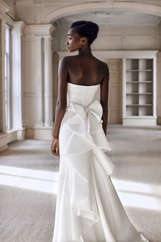 Фото №6 - От классики до экспериментов: 6 главных трендов свадебной моды в 2021 году