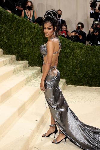 Фото №14 - В стиле сексуальной Одри Хепберн: самые провокационные «голые» платья на Met Gala