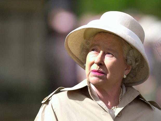 Фото №4 - Секреты короны: могла ли Королева тайно «убрать» Чарльза из линии престолонаследия