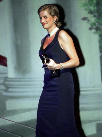 Фото №3 - Как принцесса Диана одевалась бы в наши дни (и осталась бы она иконой стиля?)