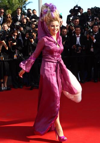 Фото №4 - Бараньи рога, ананас в кустах: самые экстравагантные образы Лены Лениной на Каннском кинофестивале