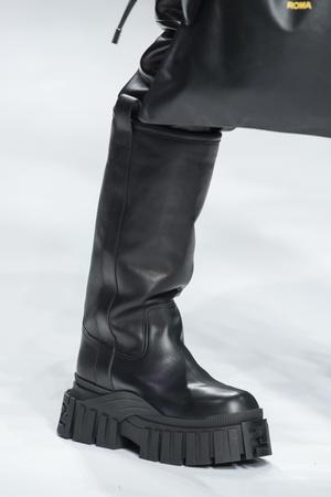 Фото №17 - Гид по самым модным сапогам для зимнего сезона 2020/21