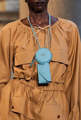 Фото №30 - Самые модные сумки весны и лета 2021