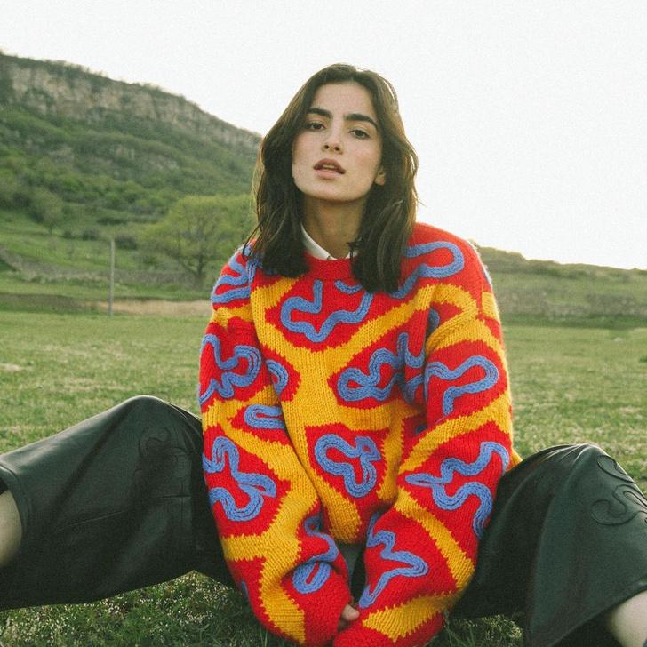Фото №1 - 12 ярких свитеров, которые сделают вашу осень уютной
