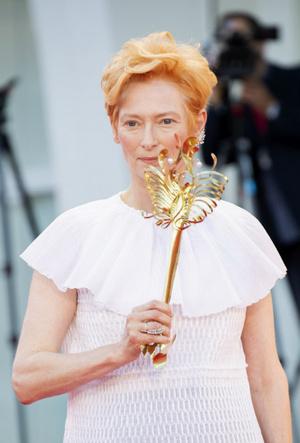 Фото №5 - Венецианский кинофестиваль 2020: лучшие образы церемонии открытия