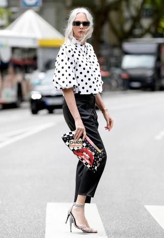Фото №8 - Чем еще заменить цветочный принт в гардеробе: 6 идей от стилиста