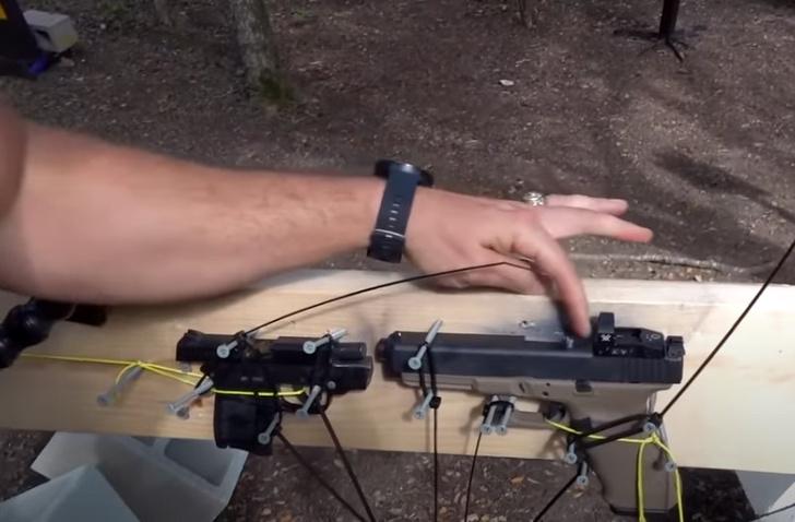 Фото №1 - Эксперимент: что будет, если выстрелить из одного пистолета прямо в ствол другого