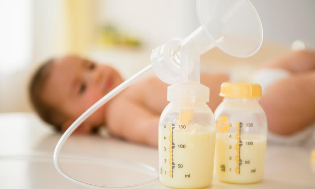Как хранить сцеженное грудное молоко: 6 важных правил