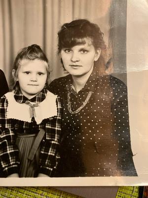 Фото №15 - Правда ли, что дочки становятся копиями своих мам: 15 фото тогда и сейчас