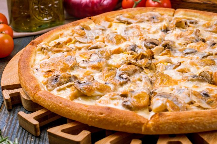 Пицца с курицей и шампиньонами рецепт
