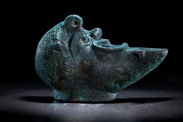 Фото №1 - В Израиле обнаружена лампа в форме головы