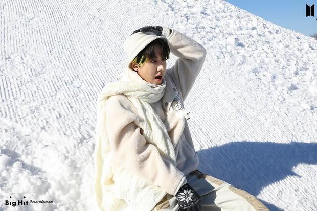 Фото №22 - Снежные ангелы: Big Hit Entertainment выложил 65 новых фото BTS 😍