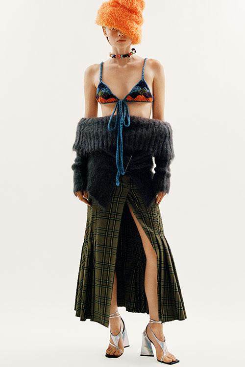 Фото №7 - Цветные шубы, вязаные брюки и венец из перьев: коллекция Attico осень-зима 2021