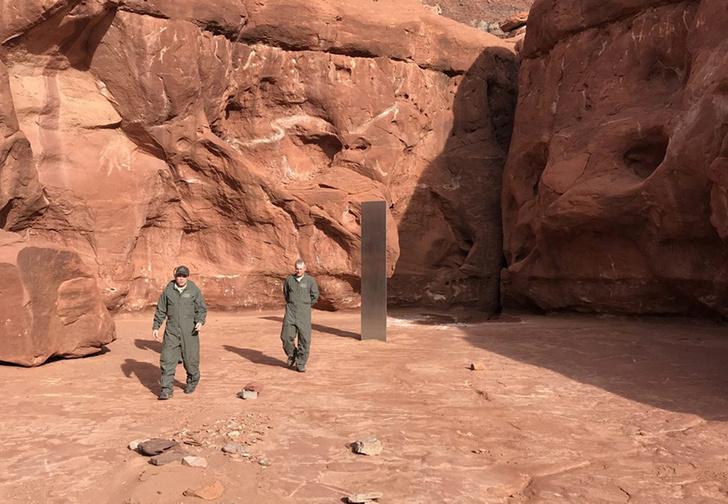 Фото №1 - В американском каньоне нашли огромный металлический столб: никто не знает, что это такое и как там появилось (видео)
