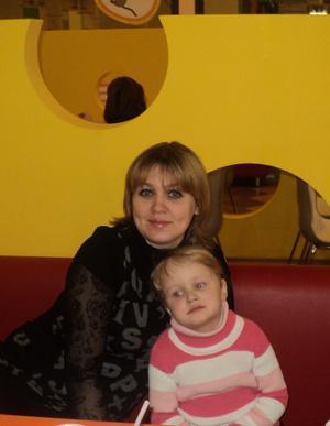 Фото №17 - Раньше взрослели быстрее? 30 фото советских мам и их дочек в одном возрасте