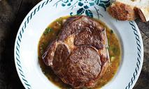 Рибай со сливочно-луковым соусом