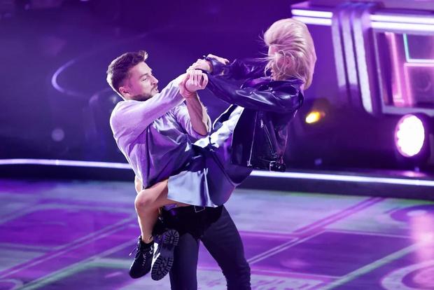 Фото №6 - Лазарев заплакал, Дава поведал о предательстве: в полуфинале шоу «Танцы со звездами» участники рассказали свои истории любви