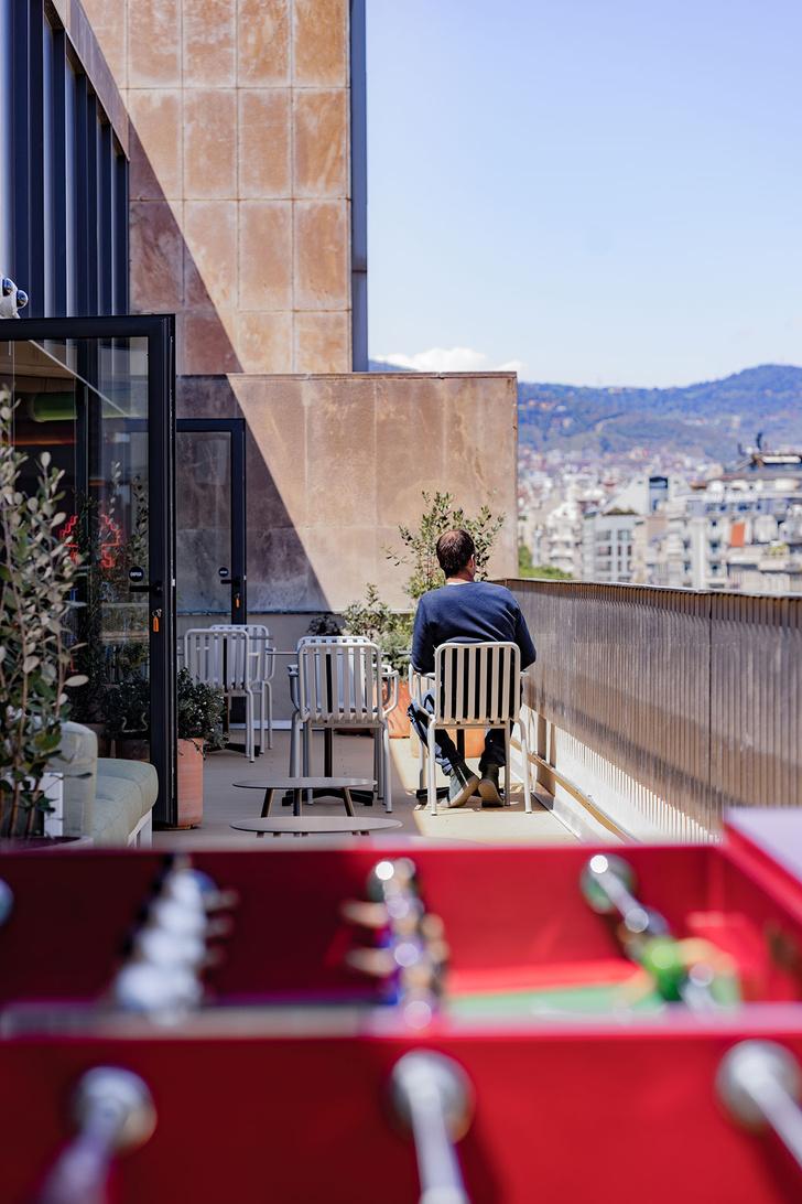 Фото №10 - Яркий офис Xcelirate в Барселоне