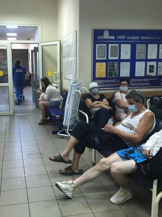 Фото №3 - «Нековидные» больницы превратились в ад— честный репортаж из приемного отделения