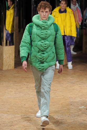 Фото №11 - Волосатые тапки и сумка-морковка: что за дикие вещи предлагают нам бренды за сотни тысяч рублей