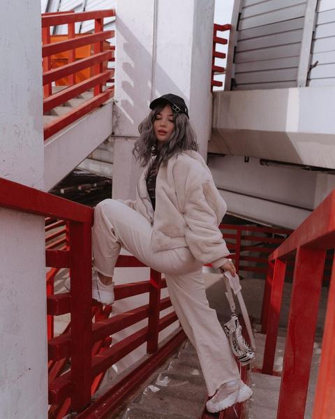Фото №2 - Куртки из флиса— тренд весны 2021. Смотри, как носит Аня Покров 😍