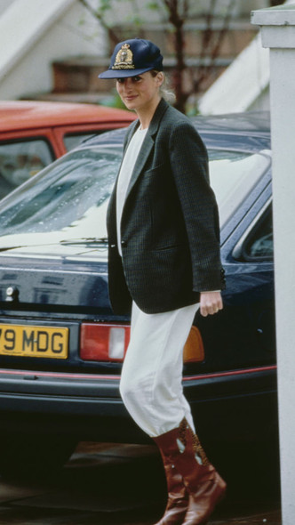 Фото №8 - Любимый предмет гардероба: как принцесса Диана носила жакеты и блейзеры— 30 вдохновляющих примеров