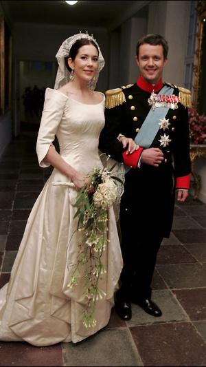 Фото №3 - Вдохновилась: чье свадебное платье на самом деле скопировала герцогиня Меган