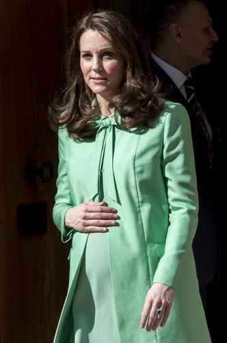 Фото №7 - Все цвета радуги: почему герцогиня Кейт так любит яркие пальто