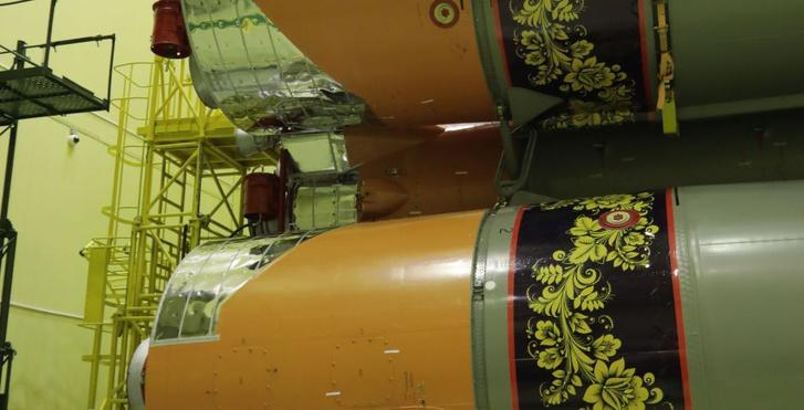 Фото №5 - Вот как выглядит ракета-носитель «Союз», расписанная под хохлому