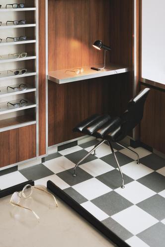 Фото №3 - Бутик оптики с винтажной мебелью в Лондоне