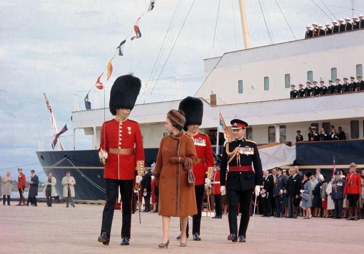 Фото №2 - На борту королевской яхты Britannia из сериала «Корона»