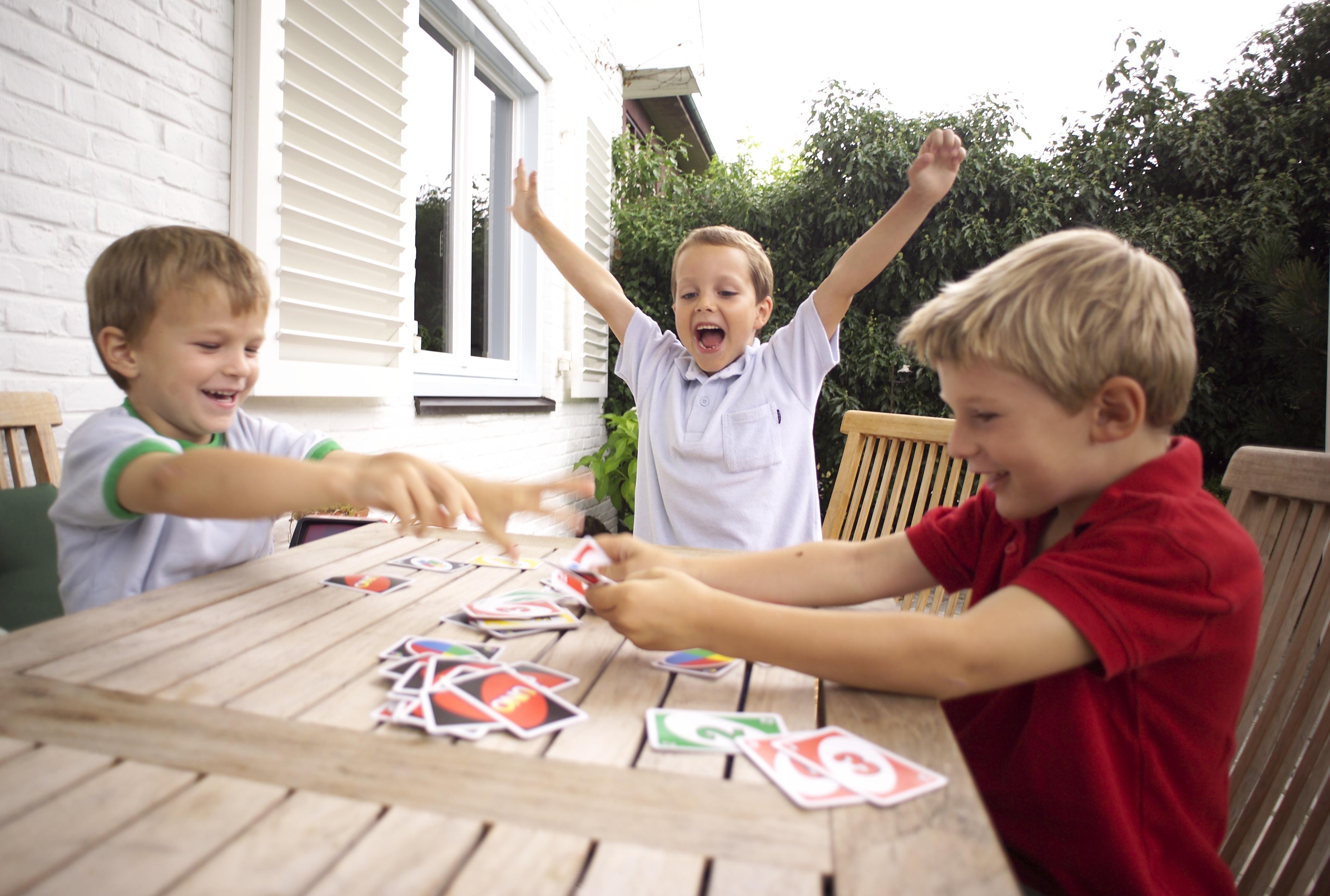 картинки настольные игры дома виниловые обои