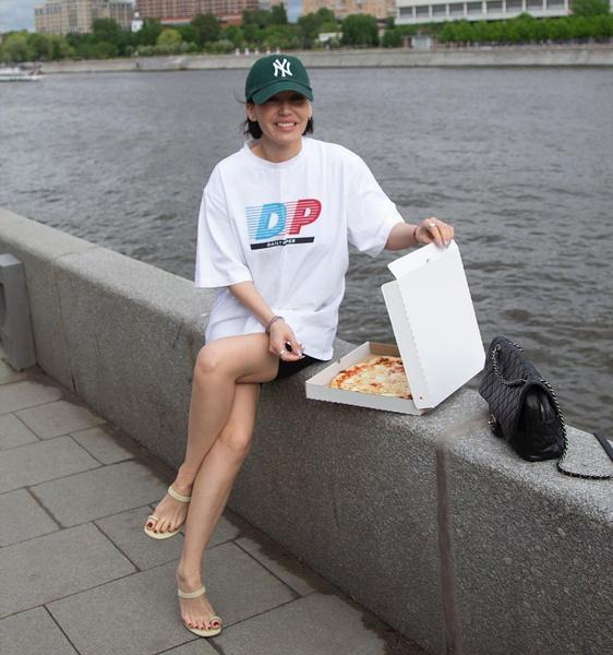 Фото №2 - Как носить велосипедки с каблуками: учимся у Юли Гаврилиной и Оли Серябкиной