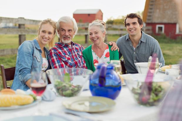 Фото №2 - Вместе веселей? Как ужиться с родными на даче