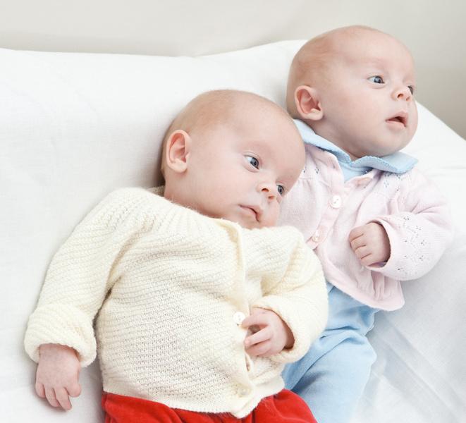 Фото №1 - Грудное вскармливание близнецов