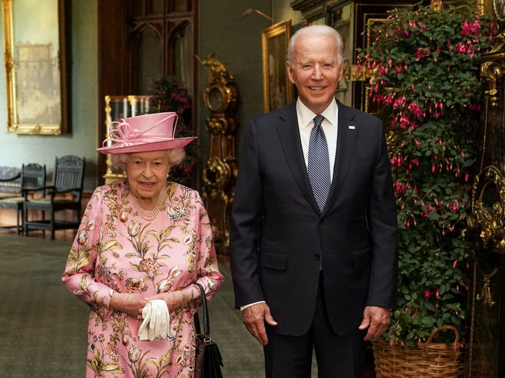 Фото №1 - Двойной провал: как президент Байден нарушил протокол во время встречи с Королевой