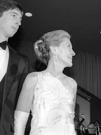 Фото №15 - 12 самых скандальных нарядов Первых леди, за которые им досталось от прессы