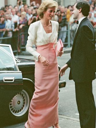 Фото №13 - От персикового до фуксии: как принцесса Диана носила розовый цвет (и почему он ей так шел)