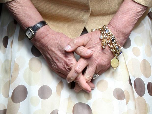 Фото №4 - Браслет «от сглаза» и загадочные цифры: секреты любимых украшений герцогини Камиллы