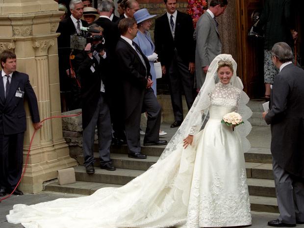 Фото №4 - Невеста на миллион: 7 самых дорогих свадебных платьев королевских особ