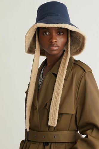 Фото №16 - Шапки, береты и кепки: самые модные головные уборы осени и зимы 2021/22
