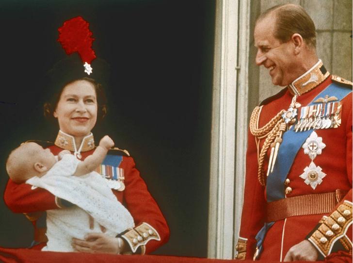 Фото №1 - Почему принц Филипп присутствовал при рождении лишь одного из своих детей
