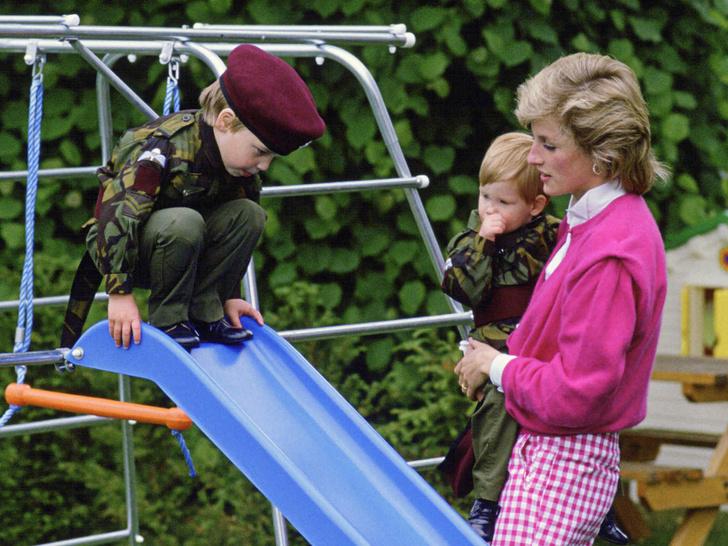 Фото №1 - Счастливое детство: самые трогательные выходы Дианы с Уильямом и Гарри